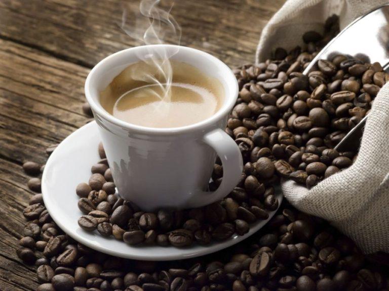 Αν μετά το εορταστικό τραπέζι πρόκειται να οδηγήσετε, πιείτε καφέ!