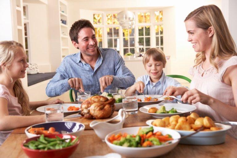 Προσοχή στη διατροφή σας, το παιδί σας βλέπει συνεχώς